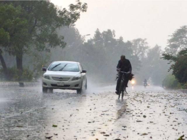 کراچی میں سردی کی لہر برقرار، بالائی علاقوں میں بارش و برفباری کا امکان