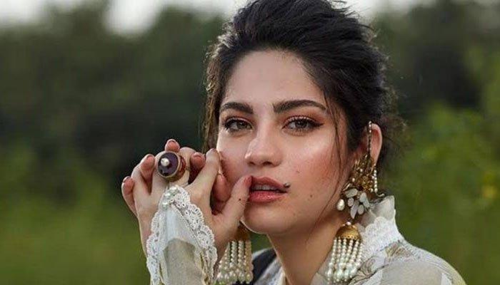 Leading actress Neelam Munir expresses anger over Lahore Motorway case