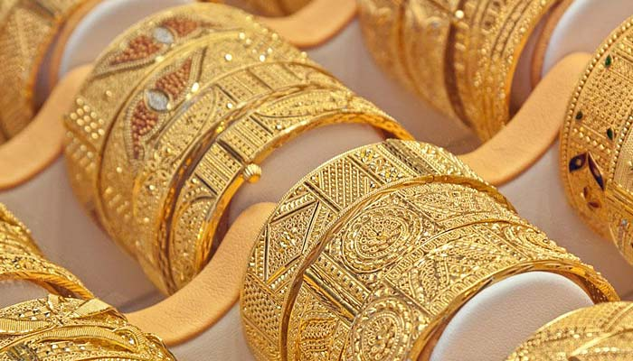The price of a gold tola  fell by Rs. 500