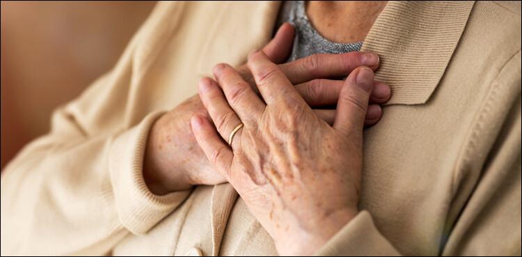 کم عمر خواتین کو دل کے دورے سے موت کا خطرہ زیادہ ہوتا ہے