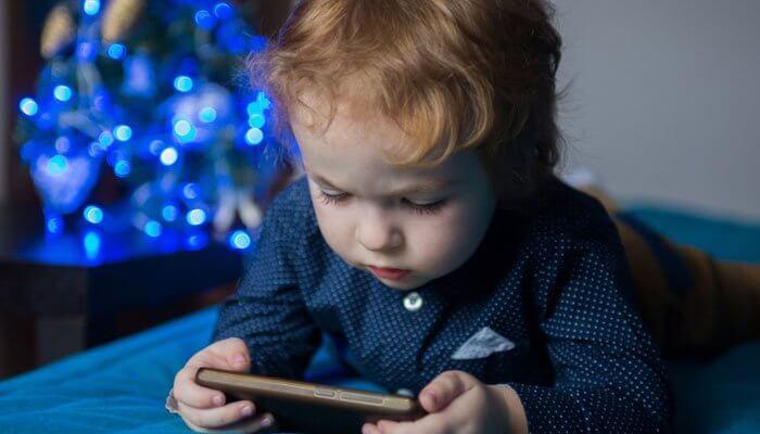3 سالہ بچے نے والدہ کے موبائل سے 12000 ہزار کا کھانا آرڈر کر دیا