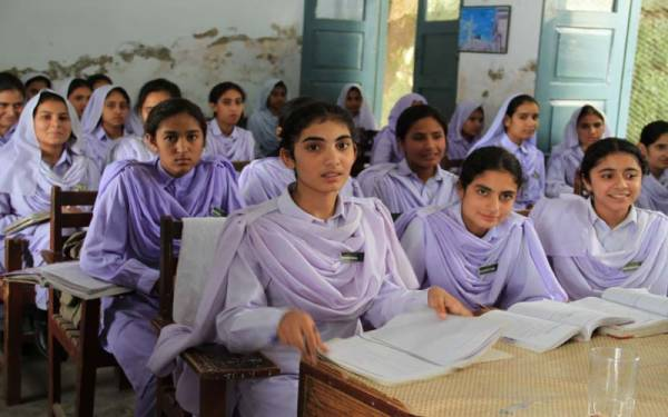 How many children fell victim to corona in the first 3 days after school opened? Disturbing statistics continue | Dharti News