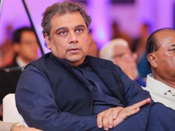 PTI's Ali Zaidi's embarrassing reaction to Nawaz Sharif's first tweet | Dharti News
