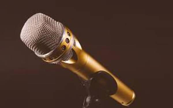 غیر ازدواجی تعلقات کا اعتراف،جاپانی گلوکار کو مزید گانے سے روک دیا گیا