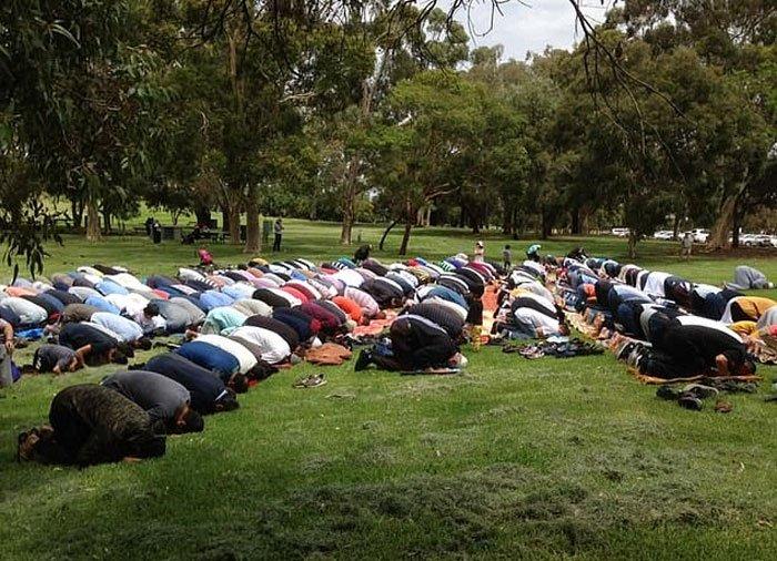 آسٹریلیا کے جنگلات میں لگی خوفناک آگ کے خاتمے کے لیے ایڈیلیڈ میں مسلمانوں نے خصوصی عبادت کی جس میں عیسائی بھی شریک ہوئے۔