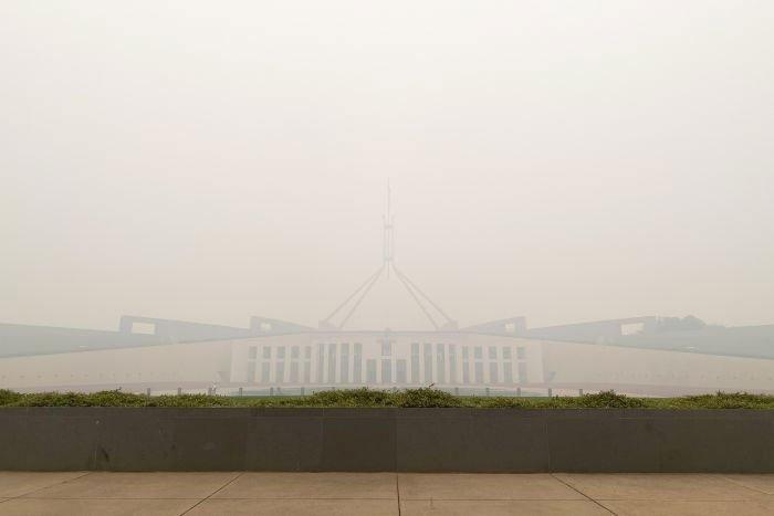 دوسری جانب آسٹریلوی وزیراعظم اسکاٹ موریسن نے ملک کی موجودہ صورتحال کے باعث طے شدہ بھارت کا دورہ منسوخ کردیا ہے، انہیں 13 جنوری کو بھارت پہنچنا تھا۔