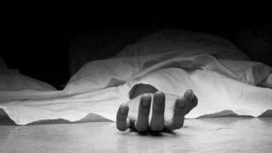 Photo of غربت کی وجہ سے خودکشی: 'بابا نے شربت میں کچھ ملاکر ہمیں بھی دیا'، بیٹی کا بیان